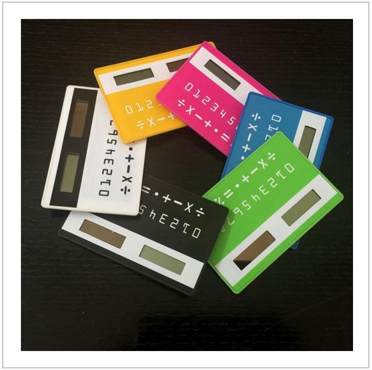 Solární kalkulačka o velikosti kreditky / AT-00502