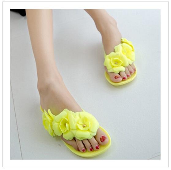 Dámské pantofle s kytičkami