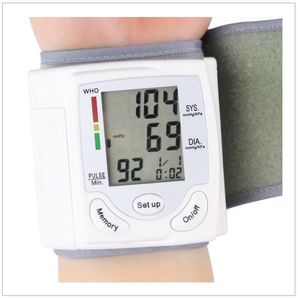Automatický měřič tlaku a tepu / tnk-13-01328