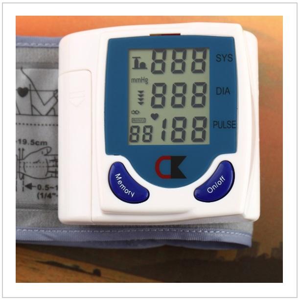 Automatický měřič tlaku a tepu / tnk-13-01329